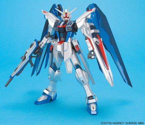 Gundam MG Freedom Gundam Extra Finish Version Scale 1/100 Model Kit (Extra Gundam Finish)