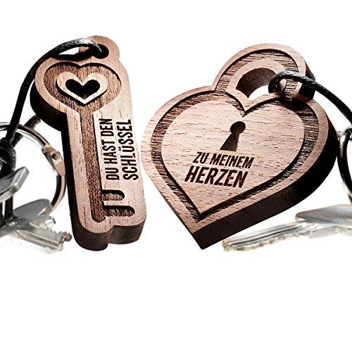 Liebesschloss 2-teiliges Schlüsselanhänger Set aus echtem Holz - hochwertige romantische Partneranhänger - vorgraviert mit Text: Du hast den Schlüssel ... zu meinem Herzen