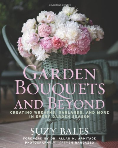 Garden Bouquets and Beyond: Creating Wreaths, Garlands, and More in Every Garden Season by Suzy Bales (2010-02-02)