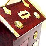 Con la mano salvadanaio decorazioni in legno, è facile aggiungere monete per salvare per un giorno di pioggia. Il design a cerniera della banca permette di essere aperto rapidamente quando si desidera accedere le monete memorizzati all'intern...
