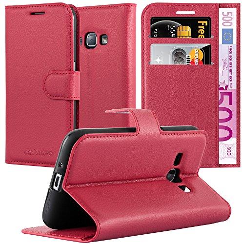 Cadorabo Hülle für Samsung Galaxy J1 2016 (6) - Hülle in Karmin ROT – Handyhülle mit Kartenfach und Standfunktion - Case Cover Schutzhülle Etui Tasche Book Klapp Style
