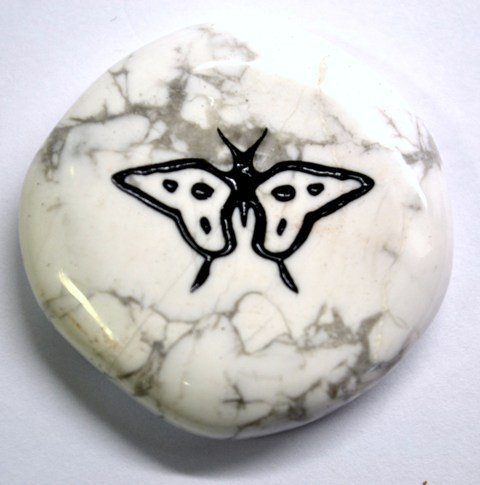 butterfly-crystal-gem-palm-animal-totem-charm-stone-by-mystery-mountain