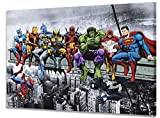 Marvel & DC Super Héros déjeuner sur un gratte-ciel avec Captain America, piscine, Batman, Wolverine, Dead Iron Man, Hulk, Flash et Superman de Dan Avenell Toile à pression, 40 x 60 cm