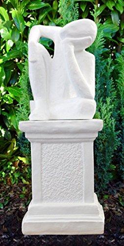 Steinfigur Träumer auf Säule in Weiss, abstrakte Deko-Figur für Haus und Garten, moderne Statue als Garten-Figur