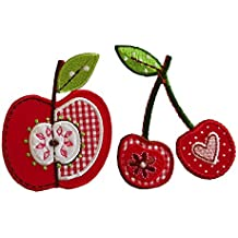7X8Cm Ciliegia 6X8Cm Mela Ciliegie su fondo rosso in una ricamato un cuore e nell'altra un fiore, foglie color verde ricamate. Mela rossa con intarsio a quadratini, ricami centrali a formare l'interno del frutto, con foglia verde a completare i dettagli.