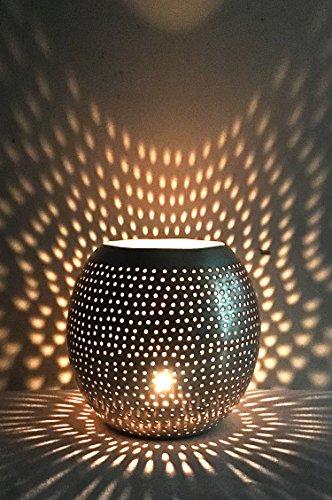 Orientalisches Windlicht Laterne orientalisch Layka 12cm Groß Silber | Orientalische Vintage Teelichthalter Silberfarben innen und außen | Marokkanische Windlichter aus Metall als Ostern Dekoration (Große Marokkanische Laterne Kerze)