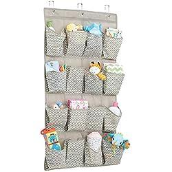 mDesign - Organizador de armarios con 16 bolsillos - Organizador de tela para colgar - Colgador de armario para cosas para bebés - Color gris pardo y crema