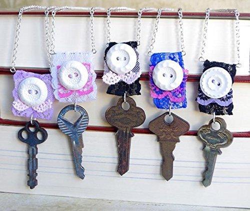 collier-clef-pendentif-cle-dentelle-bouton-vintage-bijou-romantique-retro-5-couleurs-au-choix