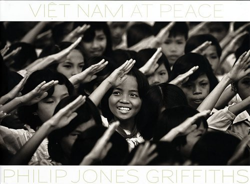 Philip Jones Griffiths: Vietnam At Peace by John Pilger (2005-04-15)