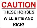 Pancarte stable en plastique 'These horses will bite & kick' – 1,2mm rigide en plastique 300mm x 200mm