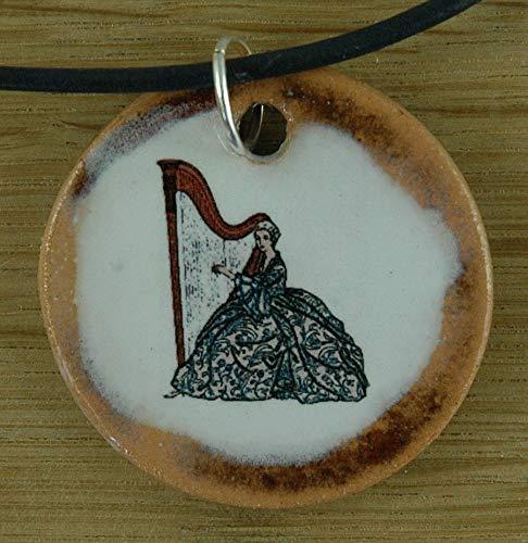 Echtes Kunsthandwerk: Schöner Keramik Anhänger mit einer Harfenspielerin; Harfe, Zupfinstrument, Musik, Musikinstrument, Saiteninstrument