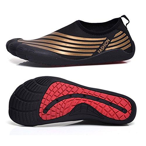 BELECOO Chaussures Aquatiques pour Les Hommes à Séchage Rapide Chaussures Aqua Slip-on en Plein air Chaussures de Sport Athletic Sport pour Kayak, Randonnée, Surf