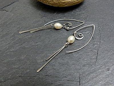 Boucles d'oreille grands crochets, perles d'eau douce et acier chirurgical (A2)
