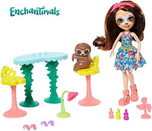 Enchantimals Vamos al spa, muñeca Sela Sloth con mascota Treebody y accesorios (Mattel GFN54)