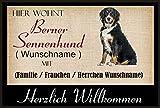crealuxe Fussmatte/Hundemotiv - Herzlich Willkommen/Hier wohnt Berner Sennenhund (Wunschname) mit Familie (Wunschname) - Fussmatte Bedruckt Türmatte Innenmatte Schmutzmatte lustige Motivfussmatte