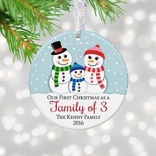 Personalisiertes First Christmas as Family of Three Four Five Six, 1st Christmas as Mommy & Daddy 2017, einzigartiges Schneemann-Familien-Ornament - 3 flache Kreise aus Keramik - Gold & Silber Band (Personalisierte Weihnachtsschmuck Familie)