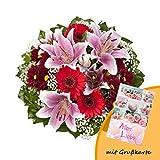 Dominik Blumen und Pflanzen, Blumenstrauß 'Charlotte' mit rosa Lilien, Chrysantheme, Gerbera und Schleierkraut und Grußkarte 'Alles Liebe'