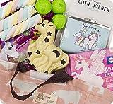 Viele Einhorn Süßigkeiten als Geschenk mit Tasche. Dazu Geldbörse, Schokoladen Pferd. Fertig zum Verschenken