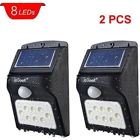 ieGeek Lámpara Brillante con Energía Solar al Aire Libre de 8 Granos LEDs con 1200 Lúmenes, el Sensor de Movimiento, el Detector Activado,Para Patio, Plataforma, Jardín, Casa, Autopista, Escalera, Pared Exterior, Auto-Detección del Crepúsculo al Amanecer,2