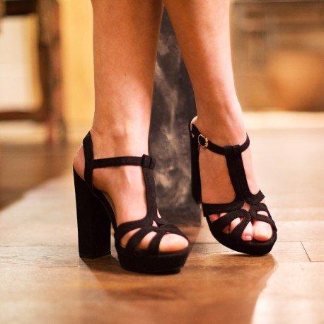 Ideal Shoes - Sandales à plateforme effet daim Delila Noir