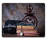 luxlady Gaming Mousepad Bild-ID: 25812367Gruppe von Objekten auf Holz Tisch Holz Uhr Old Armbanduhr Retro Radio Kamera Still Life