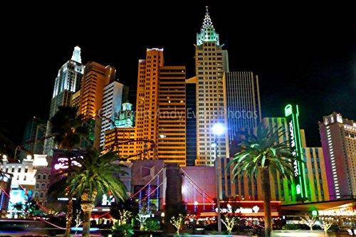 New York New York Hotel Casino (Eine 45,7x 30,5cm Fotografieren Hochwertiger Fotodruck von New York New York Hotel und Casino bei Nacht Las Vegas Nevada United States of America North America Landschaft Foto Farbe Bild Fine Art Print. Fotografie von Andy Evans Fotos)