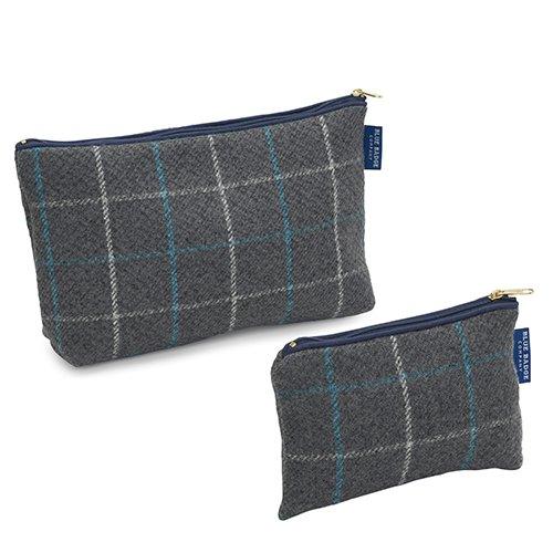 Blue Badge Company Gris/Bleu assortis Lot de luxe Portefeuille Trousse de toilette et à maquillage rembourré à carreaux avec doublure imperméable