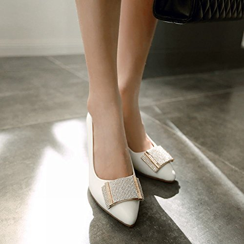 Mee Shoes Damen süß Keilabsatz spitz mit Strass Metall-Dekoration Geschlossen Pumps Weiß