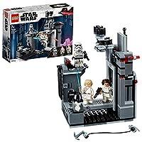 Aiuta Luke Skywalker e la Principessa Leia a fuggire dalla Morte Nera Tira la leva per chiudere la porta e quindi ritira la passerella. Gira la ruota per far cadere lo Stormtrooper e poi usa il rampino per agganciare Luke e Leia e portarli al...