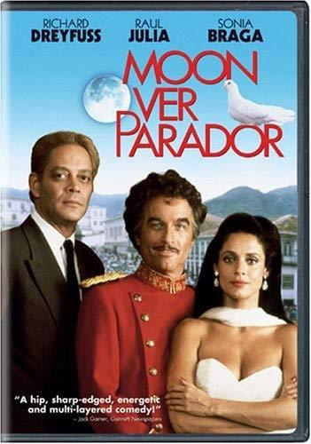 Moon Over Parador (Moon Milton)