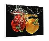 """Impression Murale® - Fond de hotte, crédence de cuisine en Verre de synthèse avec fixation adhésive""""Poivrons jaune et rouge plongés dans l'eau"""" L. 90 x H. 70 cm - Epaisseur 4 mm"""