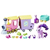 Hasbro B5363EU4Il trenino dei pony ha una buffa locomotiva, un comodo vagone e un rimorchio per trasportare gli indispensabili 10 accessori da viaggio di Twilight Sparkle. Se vuoi continuare il tuo viaggio in digitale, basta scansionare il co...