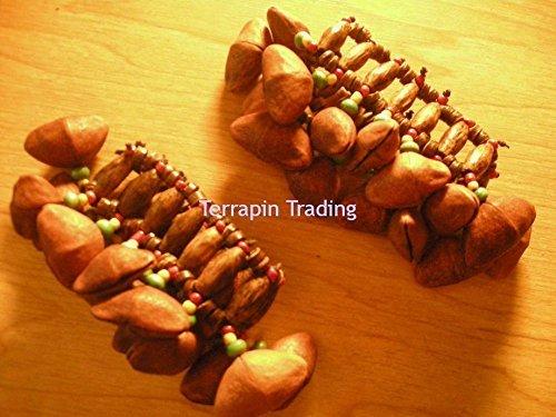 commerce-equitable-amazonien-shaman-calabash-pieds-jambes-hochet-fabrique-a-partir-de-tapar-arbre-ec