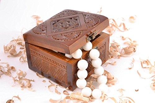 belle-boite-a-bijoux-de-bois-naturel-faite-main-sculptee-cadeau-pour-femme