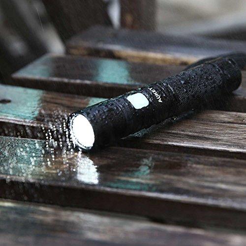 AUKEY Taschenlampe CREE LED, wiederaufladbar mit 2600 mAh AKKU, starkes Licht von 960 Lumen, IPX7 Wasserdicht, 4 Helligkeitsstufen und Stroboskop für Outdoor Sport (LT-SET6) - 5