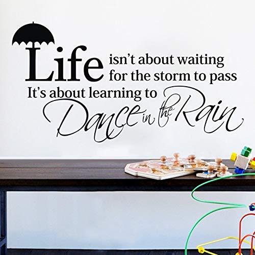 Das Leben ist über das Warten auf den Sturm zu bestehen Inspiration Zitate Vinyl Wandtattoos Tanz im Regen Wandaufkleber Home Decor 66X34CM