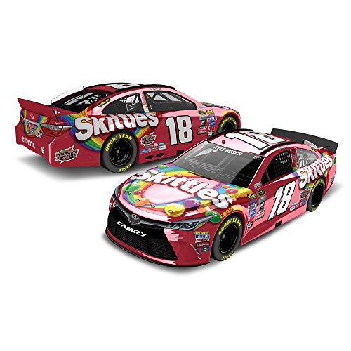 lionel-racing-kyle-busch-18-skittles-2016-toyota-camry-nascar-diecast-car-164scale