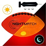 NIGHTMATCH LEUCHT-Football MIT BALLPUMPE UND ERSATZBATTERIEN - American Football Ball - helle,...