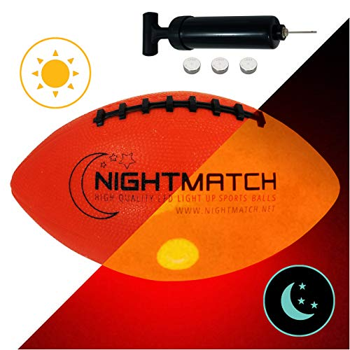 NIGHTMATCH LEUCHT-Football MIT BALLPUMPE UND ERSATZBATTERIEN - American Football Ball - helle, Sensor-aktivierte LED-Beleuchtung - Größe 6 - Offizielle Größ &Gewicht - Nacht-Football