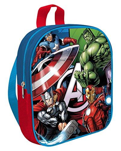 Les enfants de la maternelle à dos Avengers,...