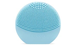 FOREO LUNA play Facial Cleanser Brush Mint Ultra-Portable and Fully Waterproof Sonic Cleansing Device
