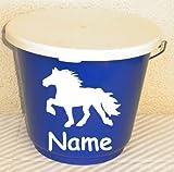 Futtereimer (blau) mit Deckel (weiß) 12 Liter und Pferdeaufkleber Pony, Friese, Isländer, Tinker, Springpferd
