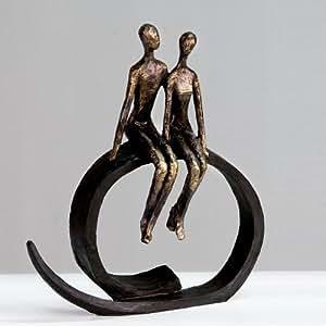 Statue couple sur cercle