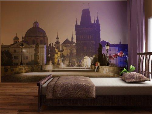 Fototapete Prag - Liebespaar auf der Karlsbrücke bei Nacht - Größe 360 x 270 cm, vierteilig