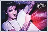 Justin Bieber - Couch - Musik Star VIP, Maxi-Poster, Druck, Poster - Grösse 91,5x61 cm + Wechselrahmen der Marke Shinsuke® Maxi aus Kunststoff, silber - mit Acrylglas-Scheibe.