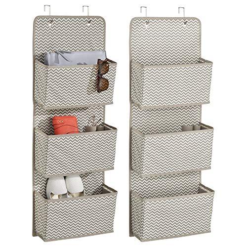 mDesign 2er-Set Hängeaufbewahrung mit 3 Taschen - Accessoire Aufbewahrung für Sonnenbrillen, Handtaschen und Schuhe - Taschengarderobe zum Hängen - taupe/natur