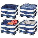 mDesign 4er-Set Aufbewahrungsbox für Kleidung, Spielzeug usw. – mittelgroßer Schrankorganizer mit Griff aus Kunstfaser – gestreiftes Ordnungssystem für Kinder- oder Schlafzimmer – marineblau/weiß
