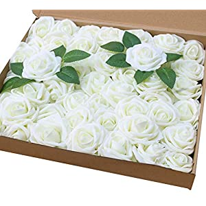 Amajoy – Rosas Artificiales de Color Marfil, 50 Rosas Artificiales de Tacto Real y 6 Hojas Artificiales para Ramos, Bodas, Fiestas, Baby Shower, decoración del hogar