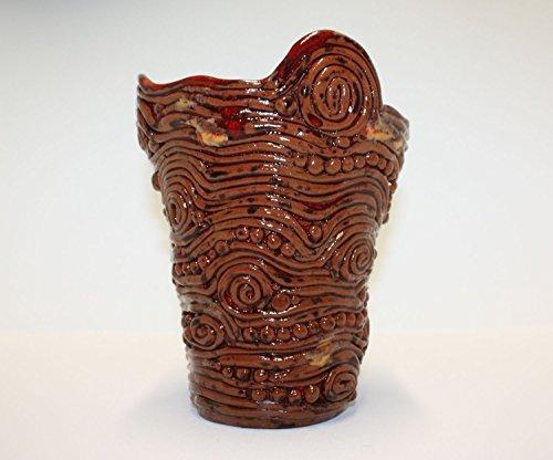 belle-vase-en-terre-cuite-marron-et-rouge-en-spirale-avec-glacure-de-brillant-clair