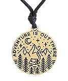 """Collana con ciondolo con incisione """"Adventure is out there"""", collana regolabile e Lega, colore: Antique Gold"""